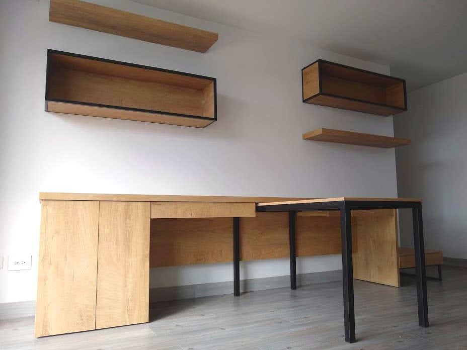 escritorio con mesa auxiliar